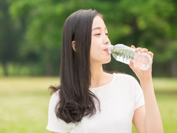 Mơ thấy uống nước