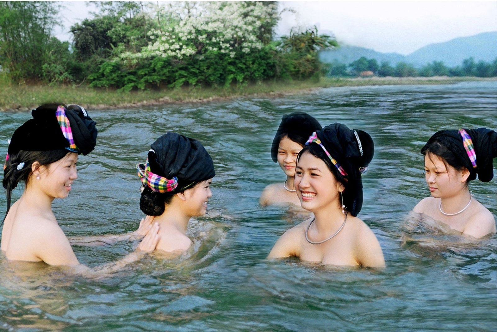Nằm mơ tắm sông đánh con gì