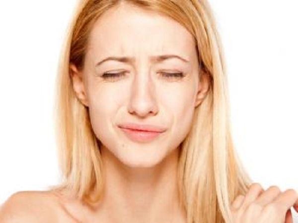 Điềm báo giật môi theo giờ nói lên điều gì?