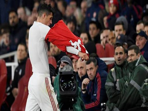 Tin bóng đá Anh 28-10: Đội trưởng Arsenal chửi CĐV nhà