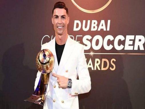 Cristiano Ronaldo hứa hẹn sẽ còn tiếp tục cống hiến cho NHM