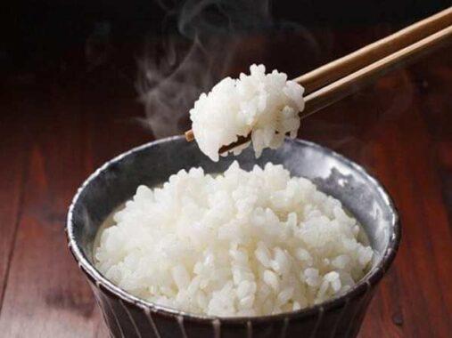 Ngủ mơ thấy ăn cơm là điềm hên hay xui ? Đánh lô đề con gì ?